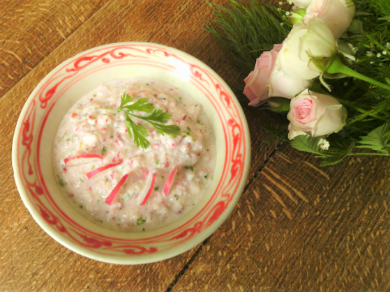 Pour l'apéritif ou le pique-nique, un tzatziki de radis roses, facile et minceur avant l'été