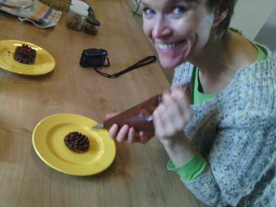 travail de la poche à douille-crémeux chocolat